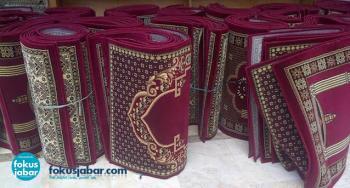 Jelang KAA, Masjid Agung Bandung Terima 300 Karpet