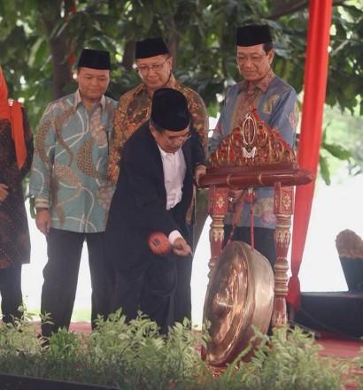 www.jusufkalla.info / Wapres Kalla Membuka Kongres Umat Islam Indonesia (KUII) VI di Yogyakarta