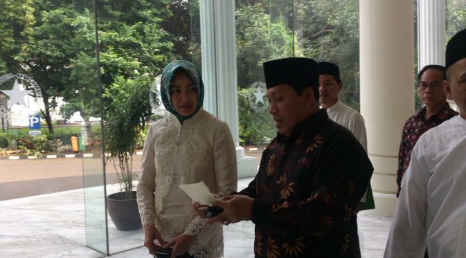 Sumber: http://news.liputan6.com / Wali Kota Tangsel, Hj. Airin Rachmi Diany, bersama Sekjen PP DMI, Drs. H. Imam Addaruqutni, MA