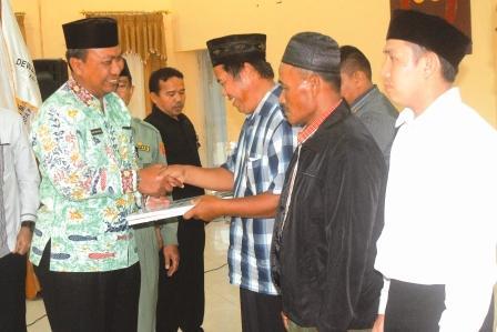 Sumber: www.palangkapost.com /  Wakil Wali Kota Palangka Raya Mofit Saptono Subagio memberi ucapan selamat kepada pengurus Dewan Masjid Indonesia (DMI) Kota Palangka Raya yang dilantik.