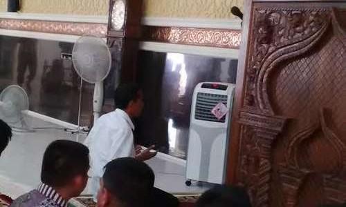 Presiden Memimpin Sholat di Masjid Agung Babussalam