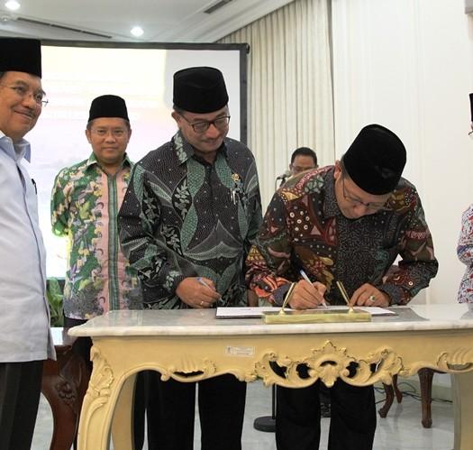 Sumber: www.kemenag.go.id / Menteri Agama Menandatangani MoU Tanah Waqaf Masjid