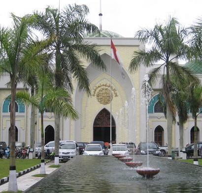 Sumber: www.kaltim.tribunnews.com / Masjid Raya Darussalam, Samarinda.