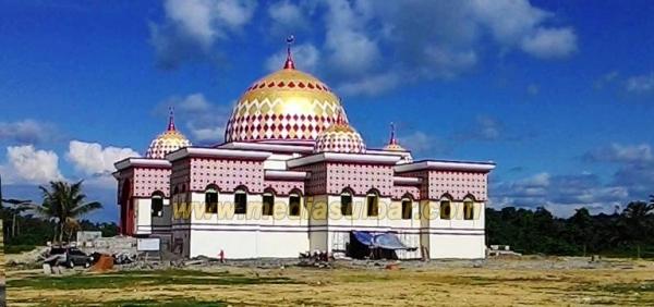 Sumber: http://mediasulbar.com / Masjid Al Madaniah, Pasangkayu, Mamuju Utara, Sulawesi Barat, yang Diresmikan Presiden Jokowi