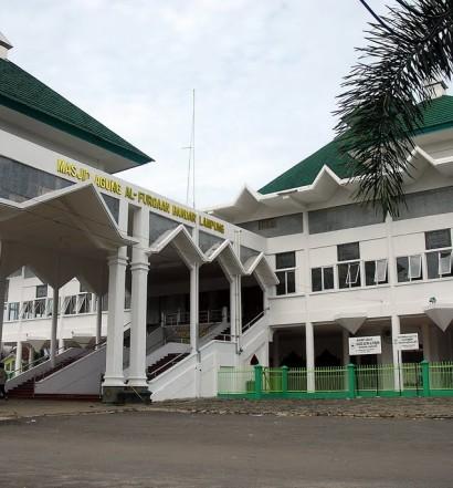 Sumber: www.panoramio.com / Masjid Agung Al-Furqaan, Bandar Lampung.