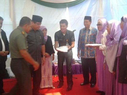 Sumber: http://jambi.tribunnews.com / DMI Jambi bersama Alisah Khadijah Cabang ICMI Jambi gagas Gerakan Bantuan Sejuta Mukena untuk Masjid-Masjid yang ada di Provinsi Jambi, Selasa (30/6).