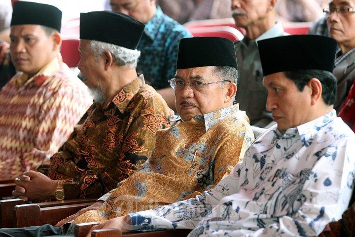 Sumber:  www.tribunnews.com / Ketua Umum PP DMI, Jusuf Kalla, menghadiri peluncuran program DMI/ penataan akustik Masjid di halaman Masjid Istiqlal, Jakarta, Minggu (26/1/2014).