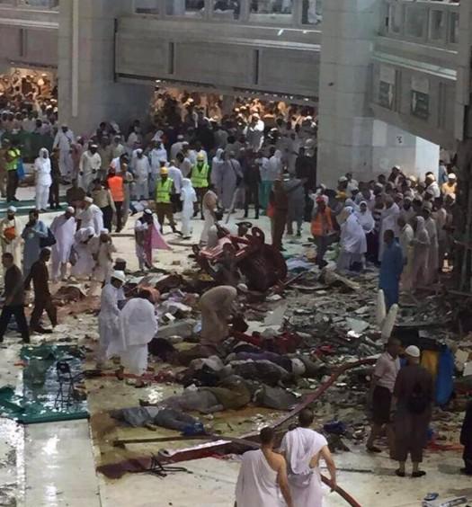Sumber: Istimewa/ www.dmi.or.id;  Pasca jatuhnya crane di Masjidil Haram, Jum'at (11/9) petang.