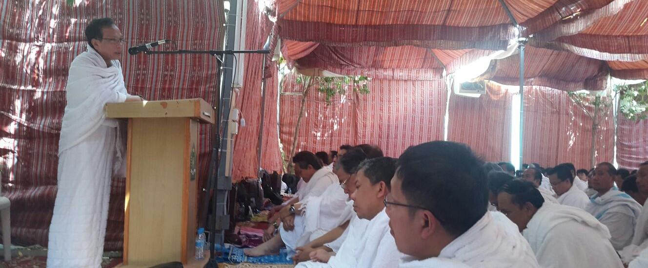 Sumber: www.dmi.or.id / KH. Masdar Farid Mas'udi saat memberikan Khutbah Wuquf di Arafah