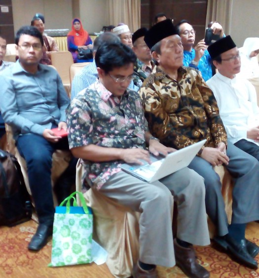 Sumber: www.dmi.or.id / Drs. H. Muhammad Natsir Zubaidi (Kedua dari kanan)