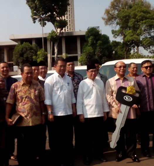 Sumber: www.dmi.or.id / Pimpinan Pusat (PP) Dewan Masjid Indonesia (DMI) bersama pimpinan PT. Astra Daihatsu