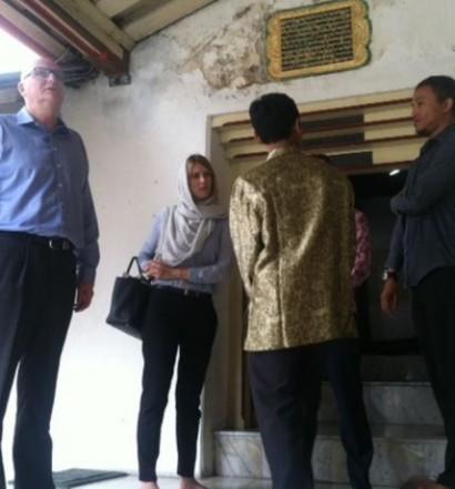 Sumber: www.jateng.metrotvnews.com / Kunjungan Dubes Australia untuk RI, H.E. Paul Grigson, ke Masjid Gedhe Kauman, Yogyakarta