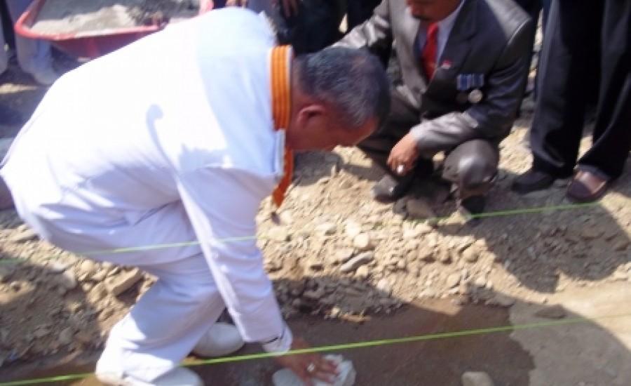 Sumber: www.parepos.co.id / Bupati Polman Letakkan Batu Pertama Pembangunan Masjid Merdeka