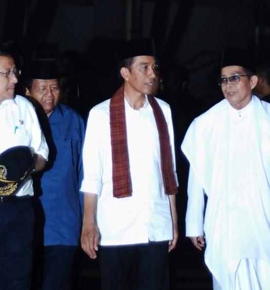 Sumber: Sekretariat Ketua DPD RI / Presiden Joko Widodo dan Ketua DPD RI daat meninjau Pembangunan Masjid Raya Sumatera Barat