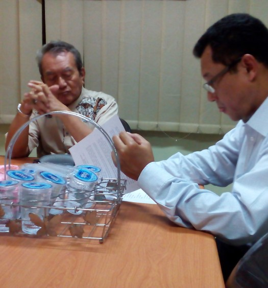 Sumber: www.dmi.or.id / Drs. H. Muhammad Natsir Zubaidi (kiri), bersama Ketua Tim Penggerak Indonesia Bergerak Menyelamatkan Bumi, Dr. Ir. H. Hayu Prabowo.