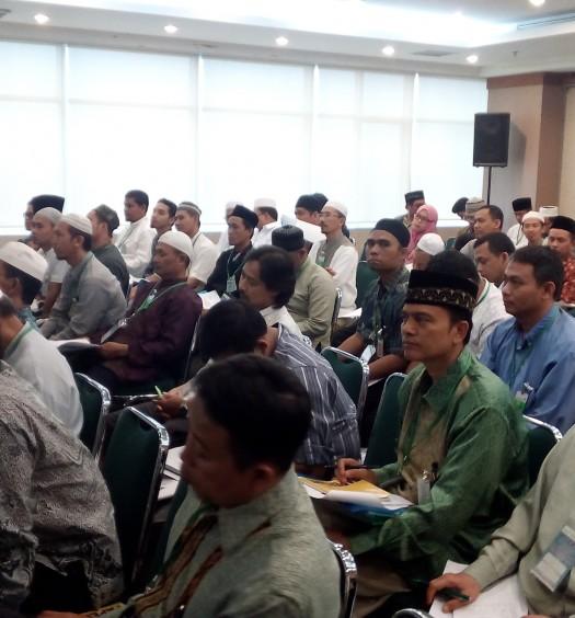 Sumber: www.dmi.or.id / Pelatihan Manajemen Masjid oleh Ustaz Ahmad Yani di Bintaro, Tangerang Selatan, 18-10-2015.