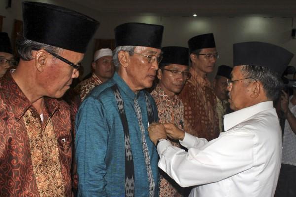 Sumber: http://www.antarasumbar.com/  Pelantkan PW DMI Sumbar, 21 November 2012