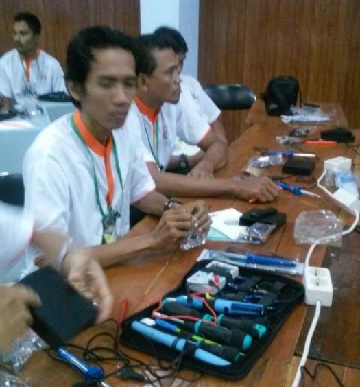 Sumber: www.dmi.or.id / Musfidarizal : Pelatihan  Merakit Mini Amplifier