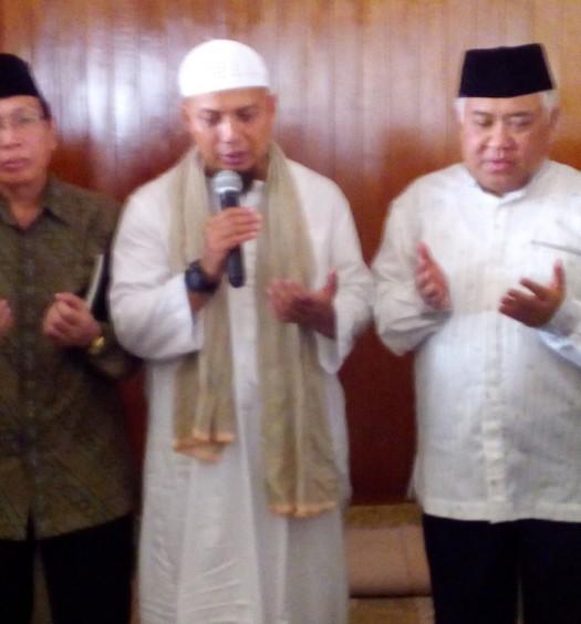 Sumber: www.dmi.or.id / Drs. KH Masdar Farid Mas'udi, M.Si (kedua dari kiri).
