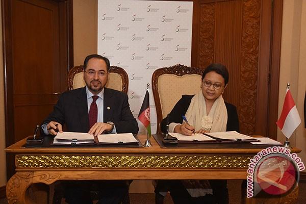 Penandatanganan Nota Kesepahaman Antara RI dan Afghanistan Disela-sela KTT LB V OKI di Jakarta, Ahad (6/3)