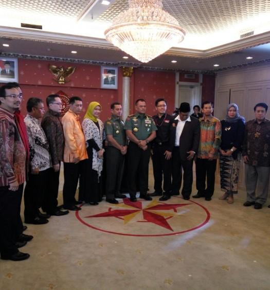 Sumber: www.dmi.or.id / Sekjen PP DMI, Drs. H. Imam Addaruqutni, MA., (kedua dari kiri), usai penandatanganan Pakta Pertahanan Proxy War bersam Panglima TNI pada Sabtu (27/2).
