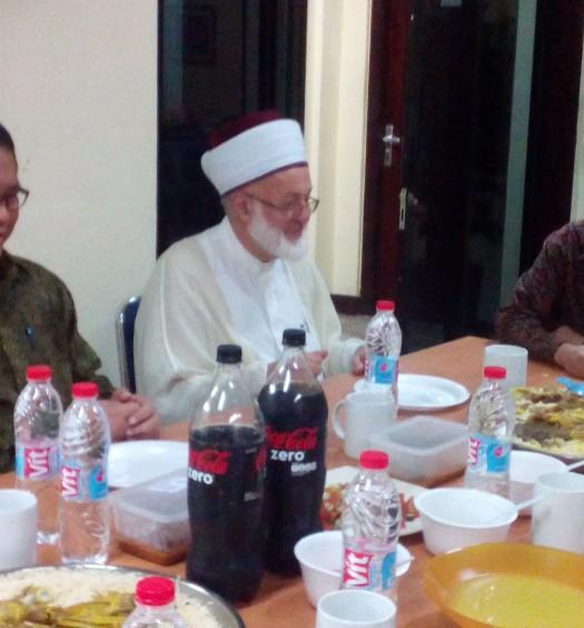 Sumber: www.dmi.or.id  Menkominfo, Ir. H.. Rudiantara, M.B.A., bersama Ulama Lebanon, Syeikh Abdul Nasser Al-Jabri, dan Wakil Ketua Umum (Waketum) PP DMI saat jamuan makan siang, Jumat (25/3).