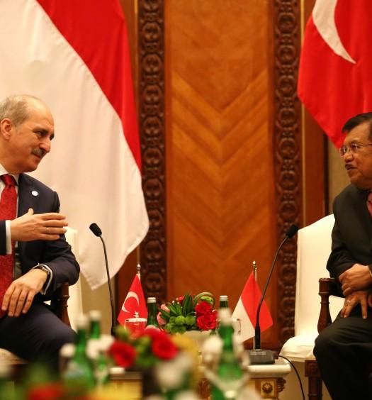 Sumber: https://www.oic-es2016.id/  Wakil Presiden Jusuf Kalla (kanan) saat menerima kunjungan kehormatan dari deputi Perdana Menteri Turki Numan Kurtulmus (kiri) disela  KTT LB Ke-5 OKI mengenai  Palestina dan Al-Quds Al-Sharif  di JCC, Jakarta, Senin (7/3).
