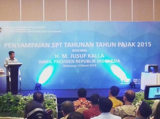 Sumber; http://www.tribunnews.com/  Wapres Jusuf Kalla Serahkan SPT Tahunan Tahun Pajak 2015 pada Jumat (4/3) di Makassar, Sulawesi Selatan (Sulsel).