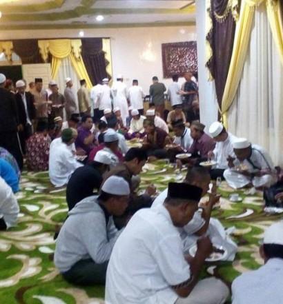 Sumber: PD DMI Kota Singkawang  Suasana Tasyakkuran dan Silaturrahim DMI dan Ummat Islam di Rumah Dinas Wakil Wali Kota Singkawang, H. Abdul Muthalib, S.E., M.E., yang juga Ketua PD DMI Kota Singkawang, pada Sabtu (9/4) malam.