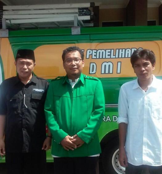 Sumber: Drs. H. Musfidarizal, M.M. / www.dmi.or.id  Serah Terima Kendaraan Akustik Masjid DMI di Kota  Lubuk Linggau, Sumsel, pada Sabtu (9/4).
