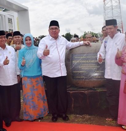 Peresmian Masjid Agung Al-Kahfi Bintuhan pada Rabu (27/4) oleh Gubernur Bengkulu, Dr. H. Ridwan Mukti, S.H., M.H.,  Sumber: http://bengkuluekspress.com/