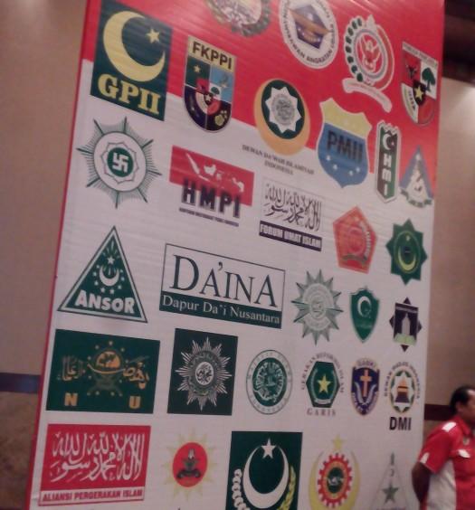 """Simposium Nasional: """"Mengamankan Pancasila dari Ancaman Kebangkitan PKI dan Ideologi Lain"""" pada Rabu (1/6) di Jakarta.  Tampak Ketua PP DMI, Drs. H. Muhammad Natsir Zubaidi (kedua dari kanan).  Sumber: www.dmi.or.id"""