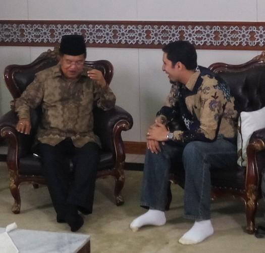 Vokalis Raef Haggag Temui Wapres Kalla, Sabtu (28/5) di Masjid Istiqlal, Jakarta. Sumber: http://celebrity.okezone.com/