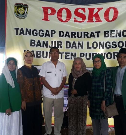 PP DMI Menyerahkan bantuan bagi korban banjir dan tanah longsor di Kabupaten Purworejo, Jawa Tengah.  Sumber: www.dmi.or.id/ Dra. Hj. Dian Artida