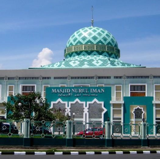 Sumber: bujangmasjid.blogspot.com  Masjid Agung Nurul Iman di Kota Padang, Sumatera Barat