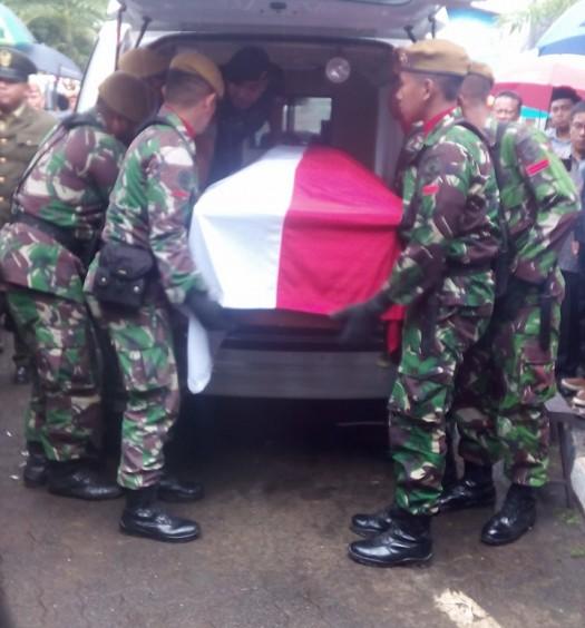 Sumber: www.dmi.or.id Pemakaman almarhum Bapak Dr. H. Adi Sasono di Taman Pemakaman umum (TPU) Tanah Kusir, Jakarta, pada Ahad (14/8) sore.  Prosesi pemakaman almarhum DR. Ir. H. Adi Sasono pada Ahad (14/8) di TPU Tanah Kusir, Jakarta.