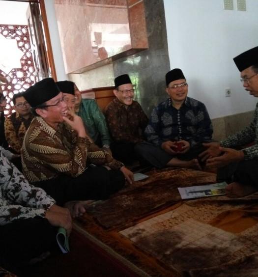 Sumber: www.dmi.or.id  Wapres Jusuf Kalla bersama jajaran PP DMI pada Jumat (22/4) lalu di Masjid Baiturrahman, kompleks Istana Wapres RI, Jakarta.