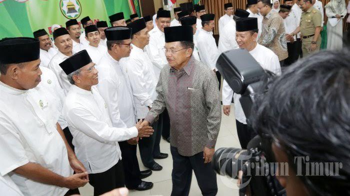 Sumber: http://makassar.tribunnews.com/ Pelantikan PW DMI Sulsel Masa Bati 2016-2021 pada Selasa (26/7) di Makassar, Sulsel, oleh Wapres Muhammad Jusuf Kalla.