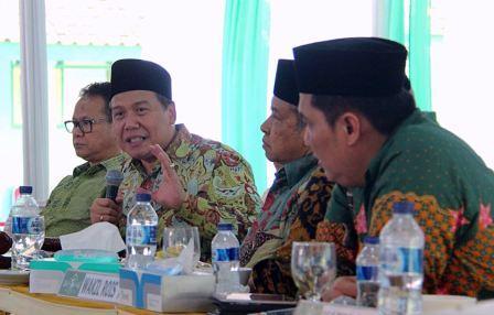 Sumber: www.nu.or.id, Rapat Pleno PBNU di Pondok Pesantren Khas Kempek, Palimanan, Kabupaten Cirebon, pada Ahad (24/6) hingga Senin (25/6).
