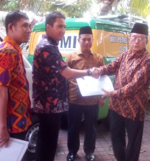 Sumber: www.dmi.or.id  Penyerahan Dua Unit Mobil Akustik Masjid dari PP DMI kepada Masyarakat Aceh pada Jumat (2/9) di Kantor PP DMI, Jakarta.