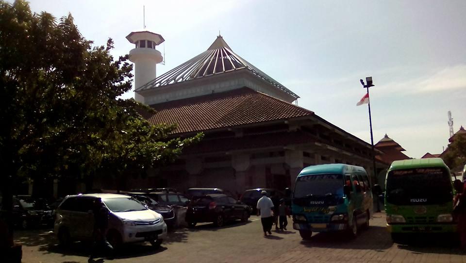 Masjid Ampel Denta / Masjid Agung Sunan Ampel  Sumber: www.dmi.or.id