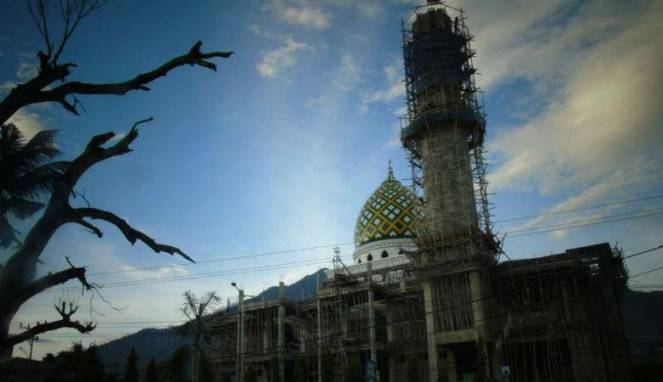 Masjid Al-Aqsha di Distrik Sentani, Kabuaten Jayapura, Provinsi Papua yang masih dalam proses pembangunan. Sumber: https://www.viva.co.id