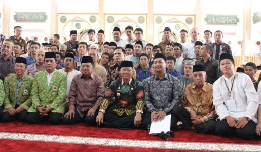 Silaturahmi, Wapres Kalla Kunjungi Masjid Baitul Izzah, Bengkulu