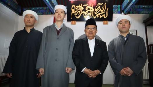 Wapres Kalla Sholat Jumat di Masjid Dongzhimen