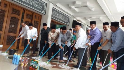 Libatkan 42.600 Relawan, DMI-Unilever-Kemenag Bersihkan 2.130 Masjid