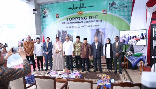 Video Prosesi Topping Off Gedung Hasanah DMI