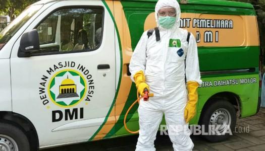 Video: Pandemi COVID-19, DMI Menyemprotkan Disifektan di 2.153 Masjid